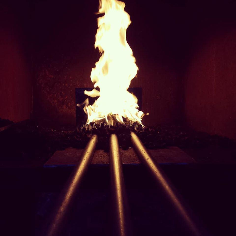 Tre järn i elden i ässjan